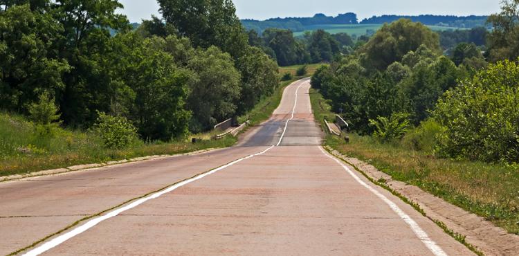 На аварийно-опасном участке дороги Киев – Сумы – Юнаковка проводится капитальный ремонт