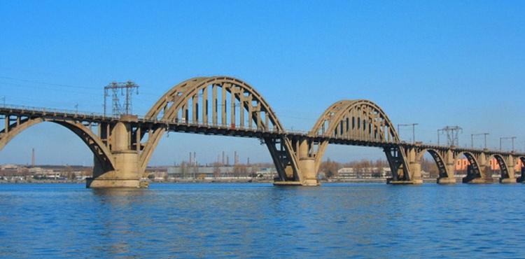 Новый мост в Днепре перекрывают на ремонт: стали известны сроки