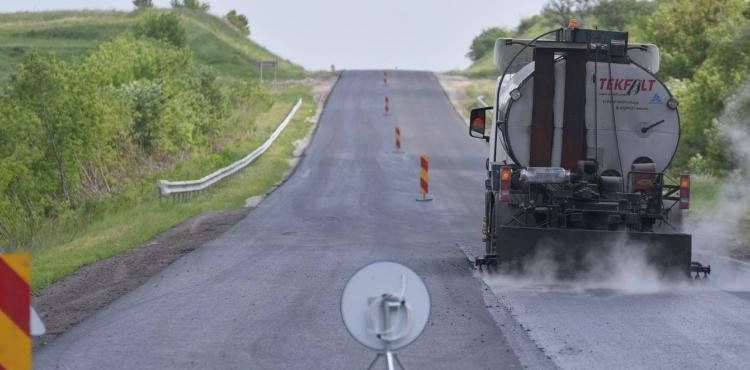 На Львівщині тривають ремонті роботи на дорогах