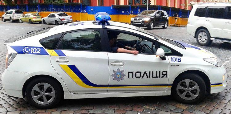 Поліцейські почали складати протоколи на ями на дорогах