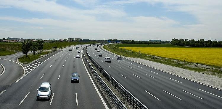 Усиленные меры безопасности на автодорогах продлятся до конца туристического сезона