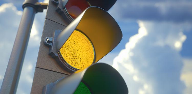 В Европе могут перестать признавать украинские водительские права, если в Украине отменят желтый сигнал светофора